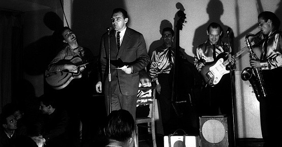 50 lat temu w Rudym Kocie wystąpił zespół Rhythm and Blues, zapowiadał ich twórca grupy Franciszek Walicki.