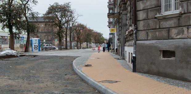 Świeżo wykonany chodnik na ul. Łąkowej będzie musiał być ułożony ponownie, tym razem z wykorzystaniem żółtoszarych płyt.