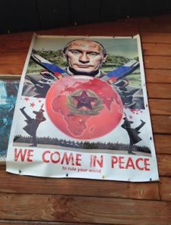 Poza kartką pojawił się też plakat.