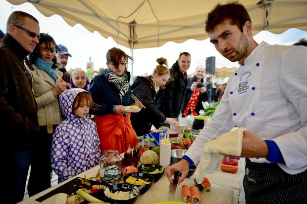 Szukamy kulinarnych nowości. Do łask wracają pikniki pod gołym niebem, produkty od małych dostawców, znane dania przygotowane w nowy sposób, z dobrych, regionalnych składników.