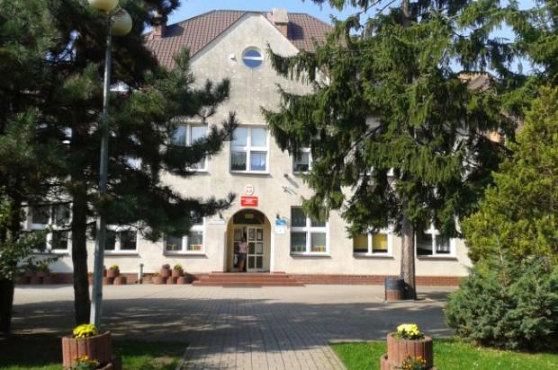 Uczniowie Szkoły Podstawowej nr 86 w Gdańsku część lekcji odbywają w salach pobliskiego kościoła - w szkole brakuje bowiem wolnych pomieszczeń.