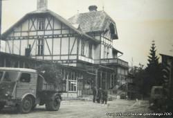 W budynku dawnego hotelu najpierw mieścił się pensjonat Państwowego Pedagogium, a następnie dyrekcja i administracja ZOO.