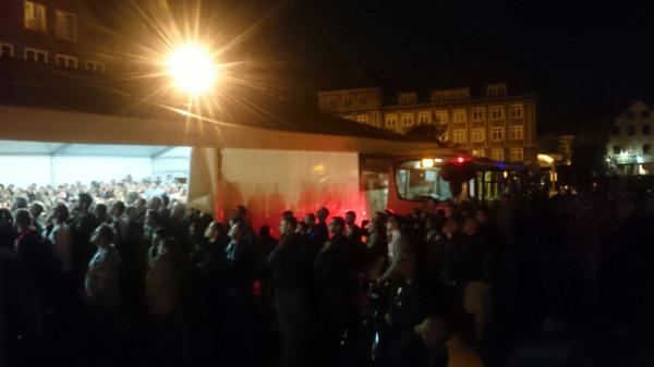 Kilkudziesięciu kibiców oglądało mecz na stojąco w gdańskiej Strefie Kibica.