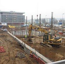 Budowa kolejnych skrzydeł WNS-u potrwa jeszcze 14 miesięcy.
