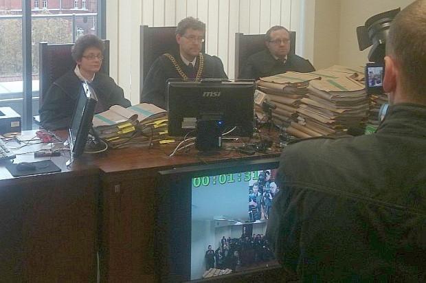 Podczas ogłoszenia postanowienia przez sąd, poszkodowanych i reprezentujących ich prawników nie było na sali.