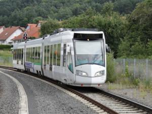 Tramwaj dwusystemowy o napędzie elektrycznym (z napowietrznej sieci, typowej dla systemu tramwajowego) oraz spalinowym z silnikiem Diesla jest wykorzystywany m.in. w niemieckim Kassel.