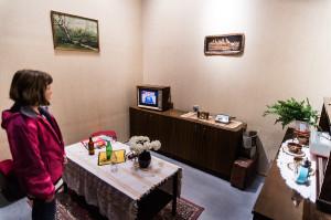 Odtworzono pokój rodem z PRL. - Miałem identyczne meble! - śmieją się zwiedzający.