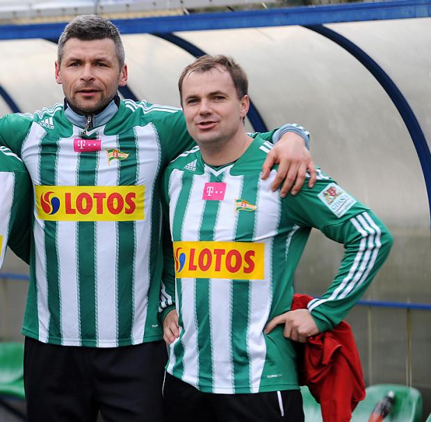 Sławomir Wojciechowski (z lewej) i Maciej Kalkowskim wspólnie grali w Lechii. Teraz pierwszy jest menedżerem drużyny, a drugi wspólnie z Tomaszem Untonem prowadzi biało-zielonych.