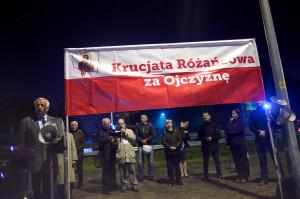 Przed klubem przeciwnicy koncertu odmawiali przez dwie godziny różaniec.