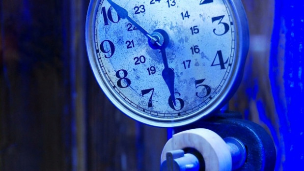 Jeden z zabytkowych zegarów z kolekcji Muzeum Zegarów Wieżowych w kościele św. Katarzyny.