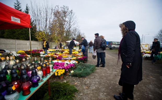 Dzień Wszystkich Świętych z pewnością przyciągnie tysiące osób na trójmiejskie cmentarze.