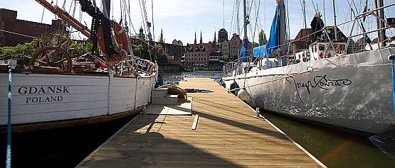 Właściciel jednej z luksusowych łodzi zapłacił za budowę nowego pomostu w gdańskiej marinie.