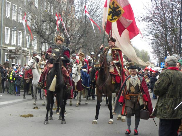 Tradycją Parady Niepodległości są barwnie przebrani w stroje epokowe rekonstruktorzy historyczni.