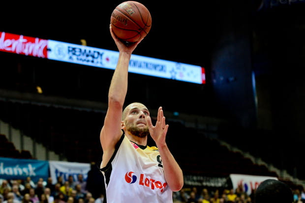 Paweł Leończyk zdobywa w tym sezonie na mecz 13,8 pkt i 6,2 zb. Pod względem średniej statystyk - 15,2 jest najlepszy w Treflu.