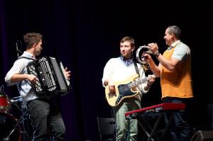 Znakomita muzyka to cecha wspólna obu wczorajszych prezentacji. Na zdj. zespół towarzyszący kabaretowi Neo - Nówka.