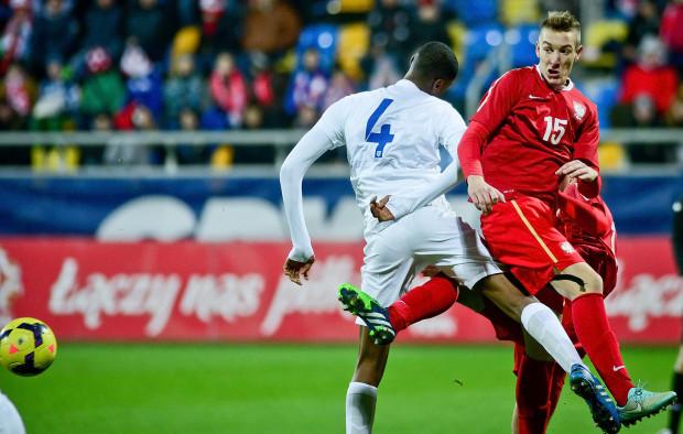 Młodzi piłkarze, którzy w przyszłości mają stanowić o sile reprezentacji Polski mogli sprawdzić się na tle zawsze mocnej kadry Anglii.