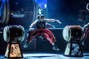 Nie mniejsze wrażenie niż umiejętności muzyczne robiła muskulatura wykonawców - nic w tym dziwnego, skoro podczas gry na swoich instrumentach wykonują iście cyrkowe akrobacje.