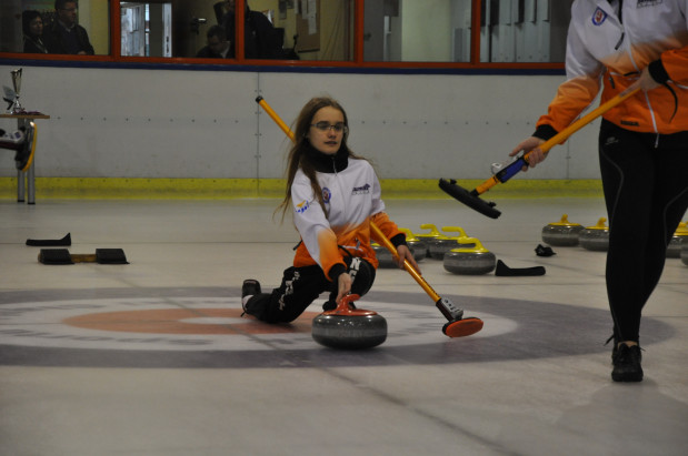 """W połowie grudnia w Hali """"Olivia"""" ma ruszyć pierwszy w Polsce, całoroczny tor do curlingu."""
