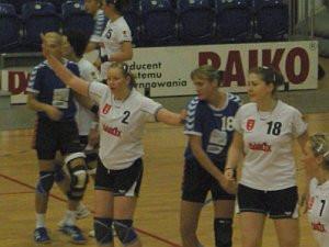 Gdańskie szczypiornistki (białe koszulki) po raz drugi w historii mają szansę na tytuł mistrzyń Polski. W finale trzeba trzy razy ograć SPR Safo Lublin.