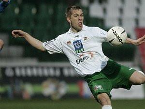Paweł Buzała przy ul. Bułgarskiej spędził pięć lat. W niedzielę jego gole dały trzy punkty Lechii w Poznaniu.