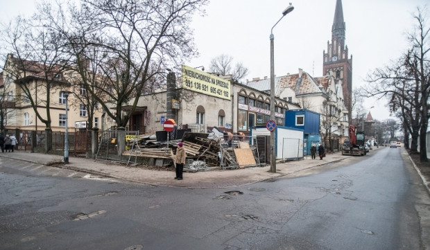 Pusty budynek u zbiegu ulic Konopnickiej i Zatora-Przytockiego we Wrzeszczu.