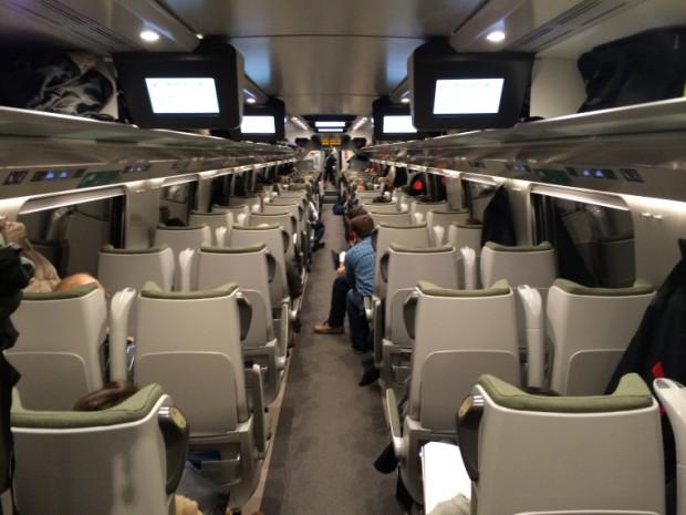 Wnętrze wagonu II klasy.