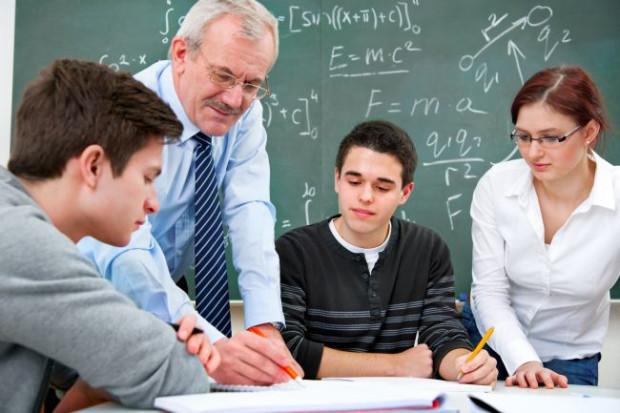 Kursy przygotowawcze do matury, indywidualne lub grupowe korepetycje, a może samodzielne powtórki materiału? Jaką formę nauki wybraliście?