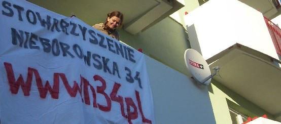 Mieszkańcy ul. Nieborowska 34 byli wyrozumiali dla dewelopera przez niemal pięć miesięcy. Teraz stracili cierpliwość.