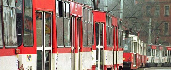 Awaria jednego autobusu nie uniemożliwia ruchu innym. Gdy tramwaj ma kłopoty, blokuje ruch pozostałych wozów. Czy pomyśleli o tym urzędnicy ZTM-u?