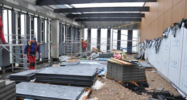 W budynkach trwają prace wykończeniowe. Trwa też aranżacja pokoi.