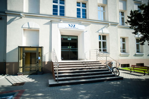 W pomorskim oddziale NFZ pracuje ok. 300 osób. Nz. siedziba funduszu przy ul. Marynarki Polskiej w Gdańsku.