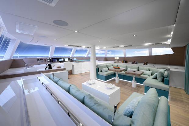 Wnętrze jachtu urządzono w stylu marynistycznym, zgodnie z gustem właścicieli.