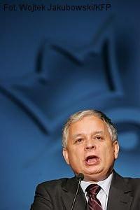 Wbrew pozorom Lech Kaczyński chce budować IV RP i nie domaga się powrotu do monarchii.