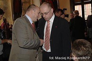 Gdańscy radni PiS Wiesław Kamiński i Kazimierz Koralewski. Ich klub chce obniżenia podatku od nieruchomości w mieście.