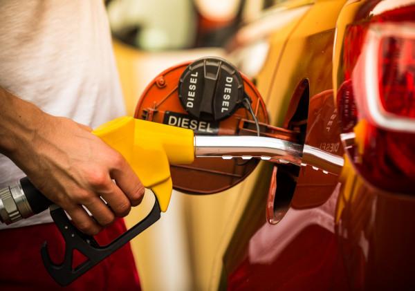 Właściciele diesli nie powinni oszczędzać na oleju napędowym. Ponadto, tankujmy na renomowanych stacjach.