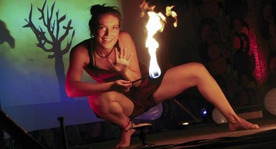 Nowe miejsce festiwalu FROG przyciągnęło na pokazy fireshow tłumy mieszkańców i turystów.