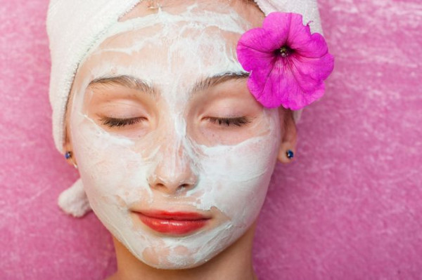 Jacuzzi, zabiegi upiększające, wymarzony makijaż - dziś spędzanie urodzin z rodziną i znajomymi przy torcie wydaje się być passe.