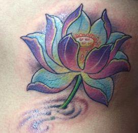 Biotatuaż może być wykonany w kilku kolorach - tak, jak prawdziwy tatuaż.