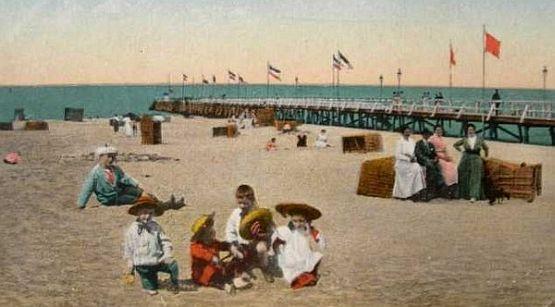 Plaża i molo w Jelitkowie na początku XX wieku.