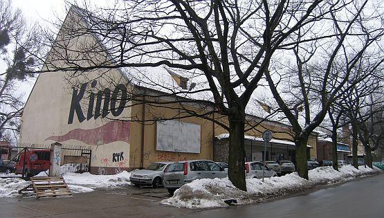 W budynku dawnego kościoła św. Pawła przez lata znajdowało się kino Znicz, a dziś mieści się tu zbór zielonoświątkowców.