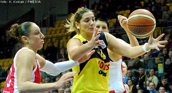Po zmianach personalnych w Lotosie Ivana Matović (na pierwszym planie)  obok Erin Phillips ma największy wpływ na wyniki gdyńskich koszykarek.