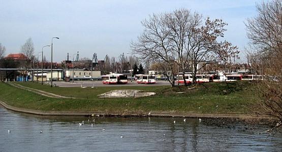 Budynek Muzeum II Wojny Światowej stanie na terenie obecnej pętli autobusowej przy ul. Wałowej.