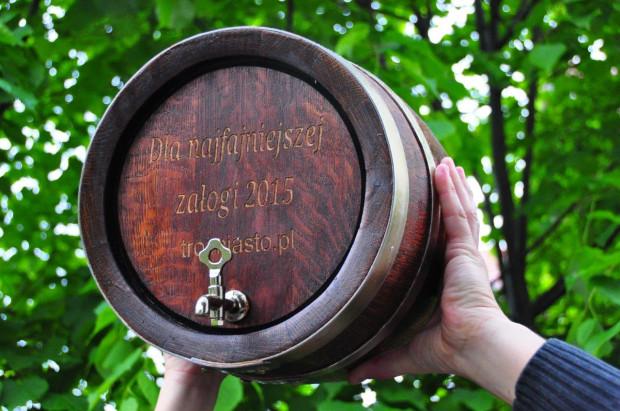 Załoga, która najefektowniej zaprezentuje sie na zdjęciu na mecie ostatniego sobotniego wyścigu otrzyma beczkę rumu.