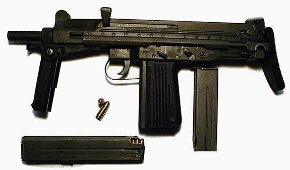 """Jadąc do Poznania, gdzie miał zabić właściciela kilku domów publicznych, """"Ewerest"""" zabrał ze sobą pistolet glauberyt, broń używaną przez polskich antyterrorystów."""