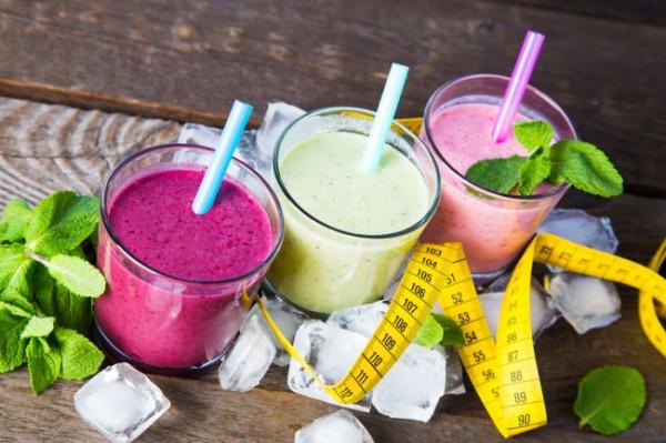 Lekkie koktajle warzywno-owocowe, a może koktajle warzywne z dodatkiem kwasów tłuszczowych, zawartych w awokado lub orzechach? Możliwości jest wiele.
