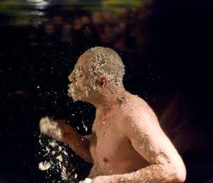 """Najbardziej ekscentryczny występ dwóch pierwszych dni festiwalu to """"Zdziczały umysł"""" Krzysztofa """"Leona"""" Dziemaszkiewicza."""