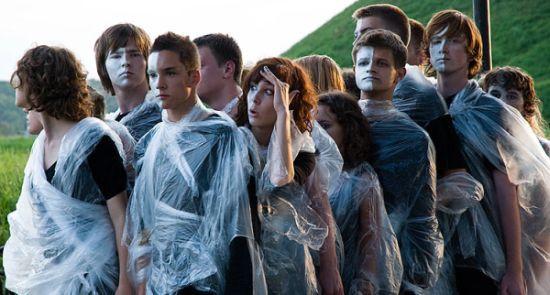 """""""Izajasz"""" gdańskiego Teatru Ephata prostymi środkami opowiada o ocaleniu człowieczeństwa dzięki światłu wiary."""