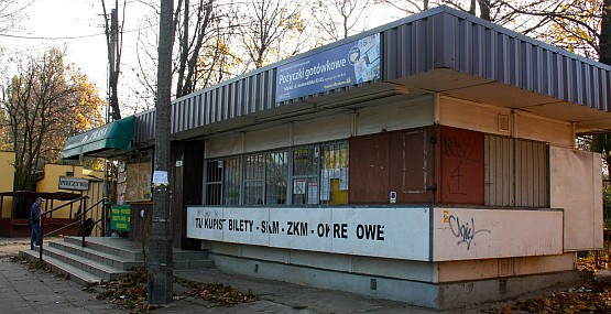 Dyspozytornia nieopodal pętli Oliwa PKP nie prowadzi już sprzedaży biletów. Na szczęście w pobliżu działa kilka kiosków.