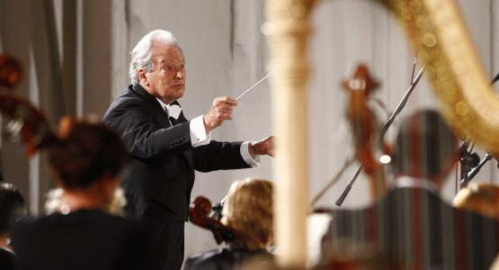 Cała praca orkiestry i geniusz dyrygenta poszły na marne - zostały utopione w magmie pogłosu Bazyliki Mariackiej.