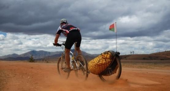 Trzecie koło, zamiast bagażnika, to duża wygoda szczególnie w cieżkich warunkach terenowych